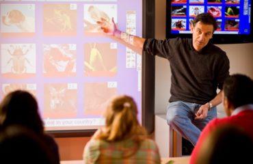 کلاس درس با تخته هوشمند