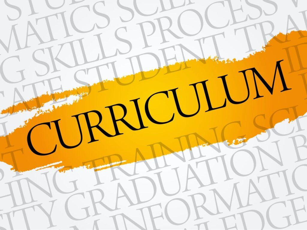 تطبیق برنامه درسی برای آموزش آنلاین